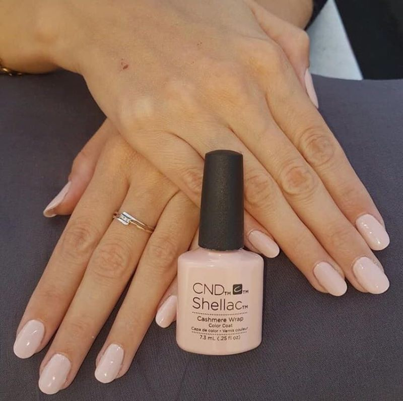 Réalisation Onglerie - Ongles rose poudré Shellac